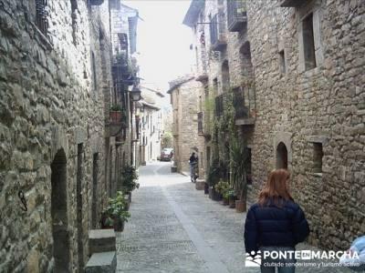 Pueblo con encanto España - Ainsa; botas montaña madrid; turismo naturaleza españa